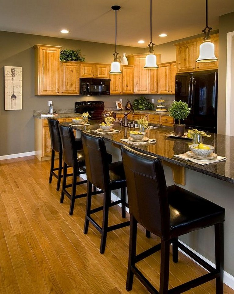 35+ Beautiful Kitchen Paint Colors Ideas with Oak Cabinet - Page 3 of 37